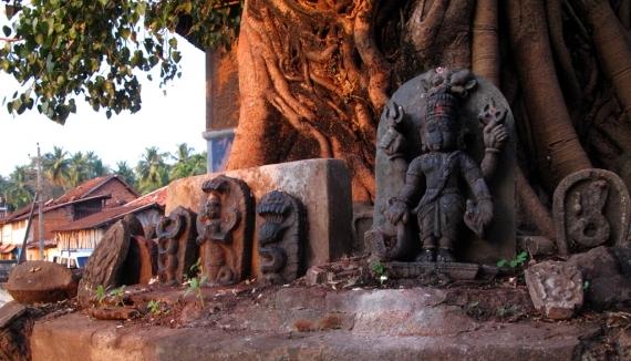Idols beneath a tree near Gokarna's bathing tank