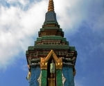A glittering stupa or chedi at Wat Sene