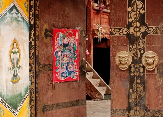 A traditional doorway in Shangri-La